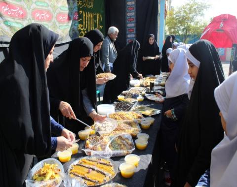 پذیرایی مسئولین محترم موسسه امام حسین(ع) از دانش آموزان در خیمه الحسین-2 آذر ماه